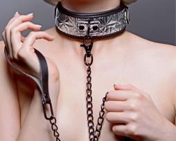 Modelo Collar bondage con correa